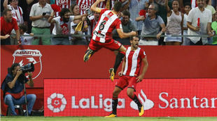 Stuani celebra el primer gol