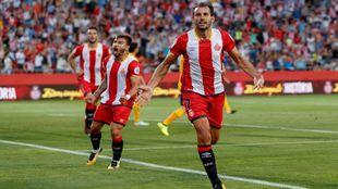 Stuani celebrando uno de sus dos goles