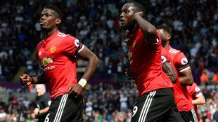 Pogba y Lukaku celebran un gol.