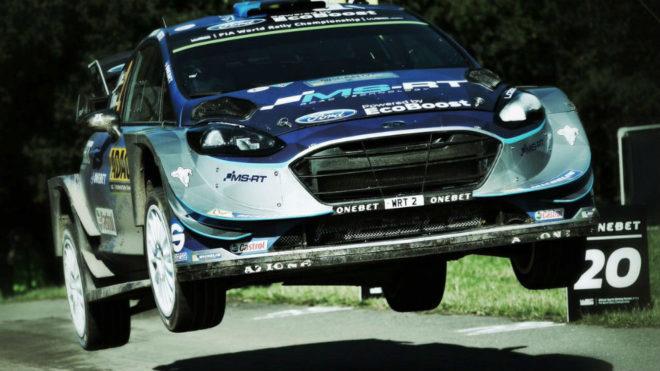Ott Tänak da un salto con su Ford Fiesta en Alemania.