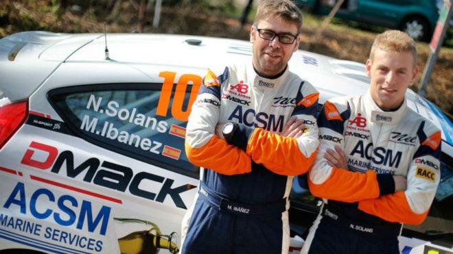 Nil Solans (derecha) y su copiloto Miki Ibáñez.
