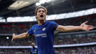 Marcos Alonso celebra su segundo gol al Tottenham.