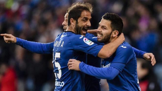 Sergio Mora celebra un gol con Pacheco la pasada temporada.