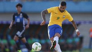 Gabigol en un partido con Brasil