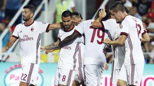 Suso celebra su gol con el Milan en Crotone.