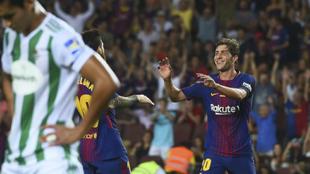 Messi felicita a Sergi Roberto por su gol.