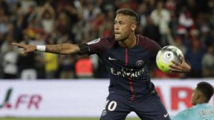 Neymar celebra uno de sus goles al Toulouse.