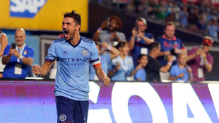 Villa (35) celebra tras anotar para el New York City en el Yankee...