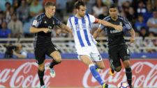 Mikel González trata de irse de Kroos y Casemiro.