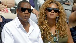 Jay-Z viendo un partido de tenis junto a su pareja, Beyoncé
