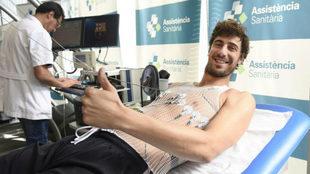 Ante Tomic pasando el reconocimiento médico con el Barça