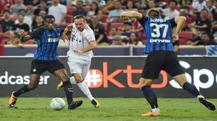 Geoffrey Kondogbia (24), en un partido entre el Inter y el Bayern