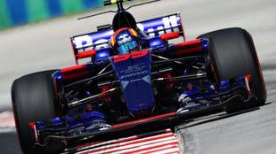 Carlos Sainz pilota su Toro Rosso en el GP de Hungría.