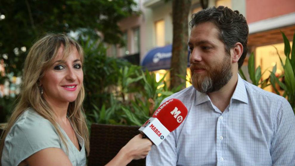 Frederico Pena habla con la periodista de MARCA, Virtudes Sánchez