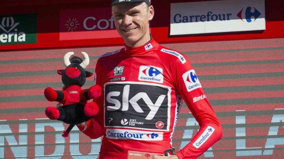 Froome en el podio como nuevo líder de la general.