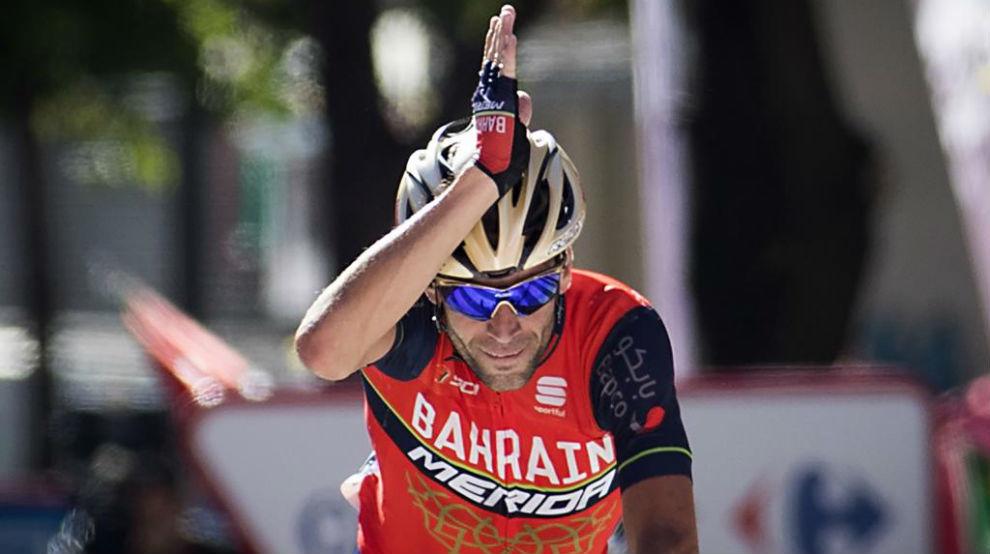 Vincenzo Nibali, el 'Tiburón', celebrando la victoria de etapa.