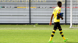 Dembele abandona un entrenamiento del Borussia Dortmund.