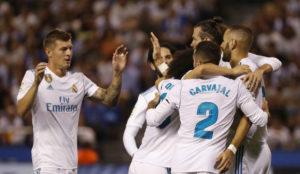 El Madrid celebra los goles en Riazor.