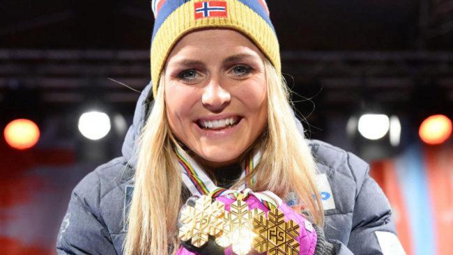 Therese Johaug con sus tres oros mundiales.