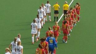 España y Bélgica saliendo al Wagener Stadion Quedan.