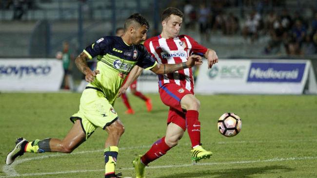Diogo Jota en un partido con el Atlético