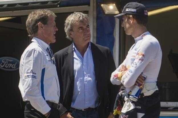 El dirigente de M-Sport, conversando en el pasado Rally de Portugal...