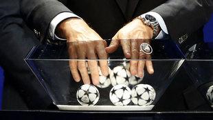Sorteo de la fase de grupos de la Champions League el 24 a las 18:00...