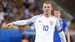 Wayne Rooney en un partido de la Eurocopa 2016 con Inglaterra.
