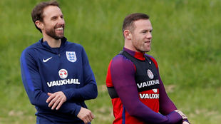 Wayne Rooney y Gareth Southgate, en un entrenamiento de Inglaterra.