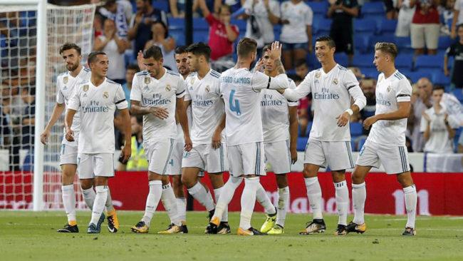 Los jugadores del Madrid celebran un gol.