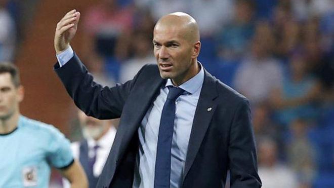 Zidane da instrucciones.