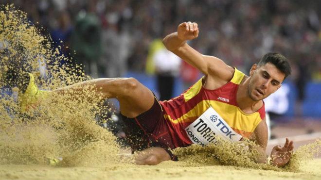 Pablo Torrijos ejecuta un salto en el Mundial de Londres.