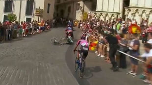 Reis en el momento de su accidente con una moto de la Vuelta.