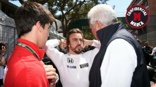Lance Stroll y su padre, Lawrence Stroll, con Fernando Alonso en...