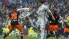 Cristiano golpea el bal�n en el Bernab�u el curso pasado ante el...