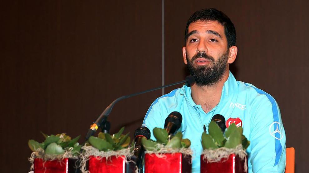 Arda Turan (30), durante la conferencia de prensa en la que anunciaba...