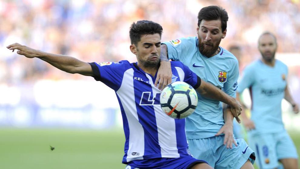 Enzo y Messi pelean un balón