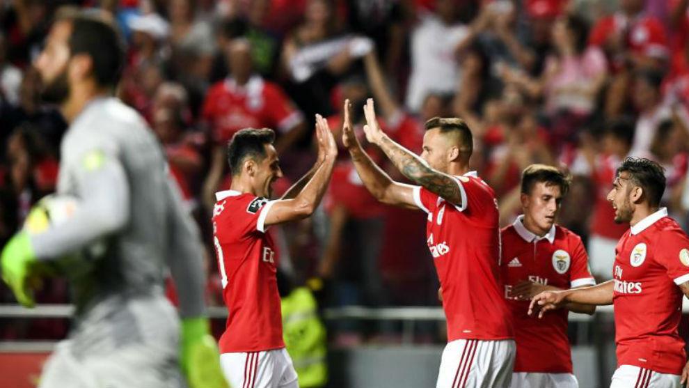Jonas y Seferovic, celebrando uno de los goles del Benfica.