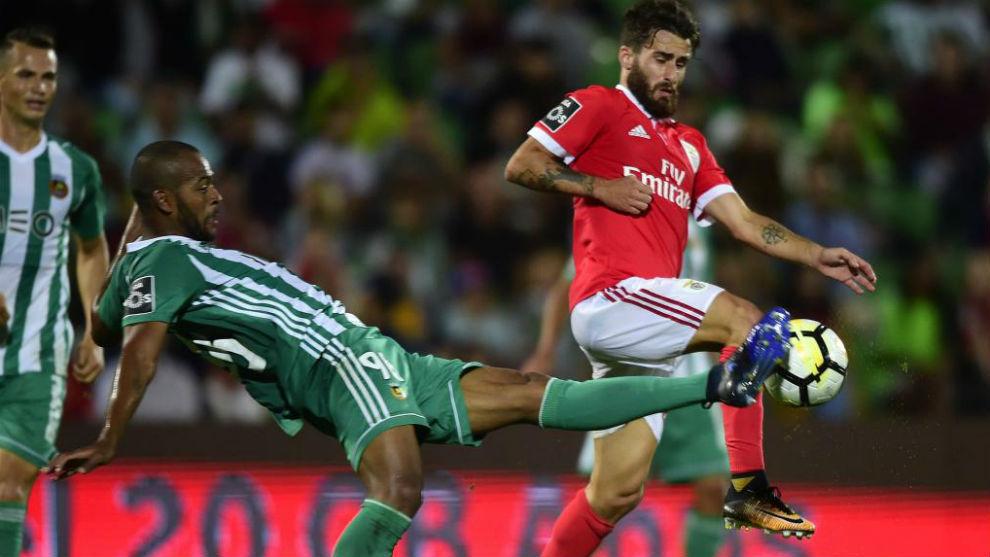 Marcao y Rafa Silva, en una acción del encuentro.