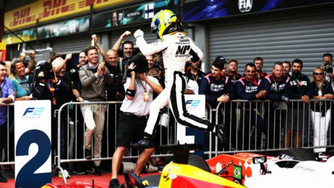 El brasileño Sergio Sette Camara celebra su victoria en Spa.