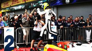 El brasile�o Sergio Sette Camara celebra su victoria en Spa.
