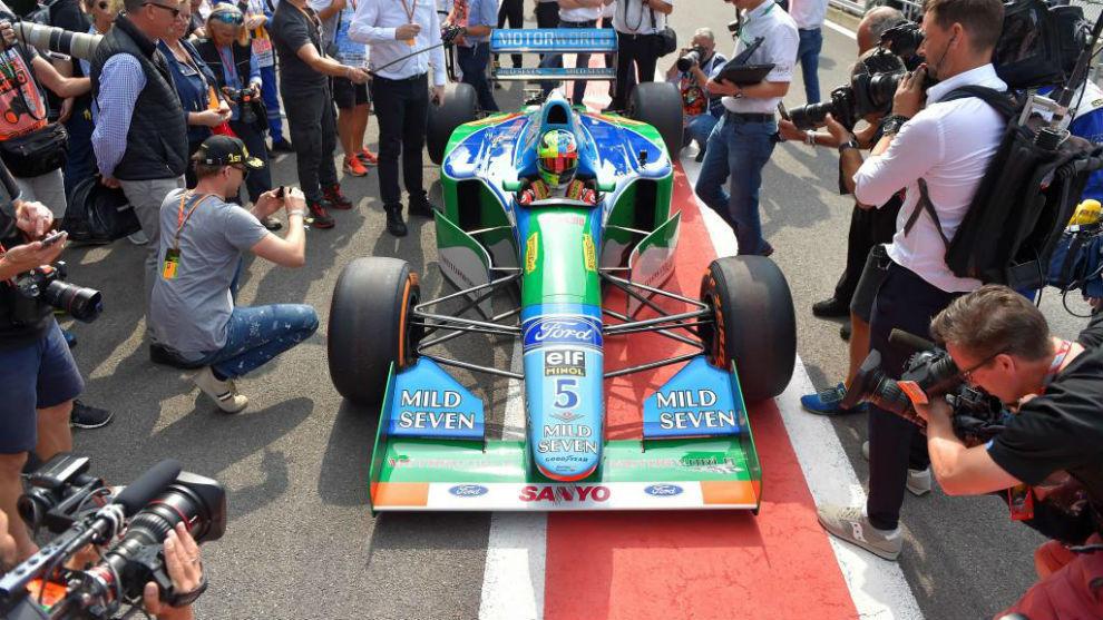 Mick Schumacher, al volante del coche de su padre de 1994