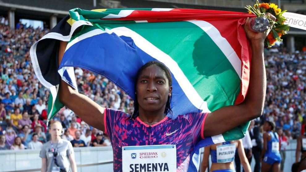 Caster Semenya celebrando la victoria de los 600m.
