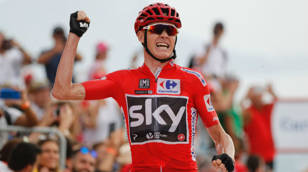 Chris Froome celebrando su triunfo en Cumbre del Sol.