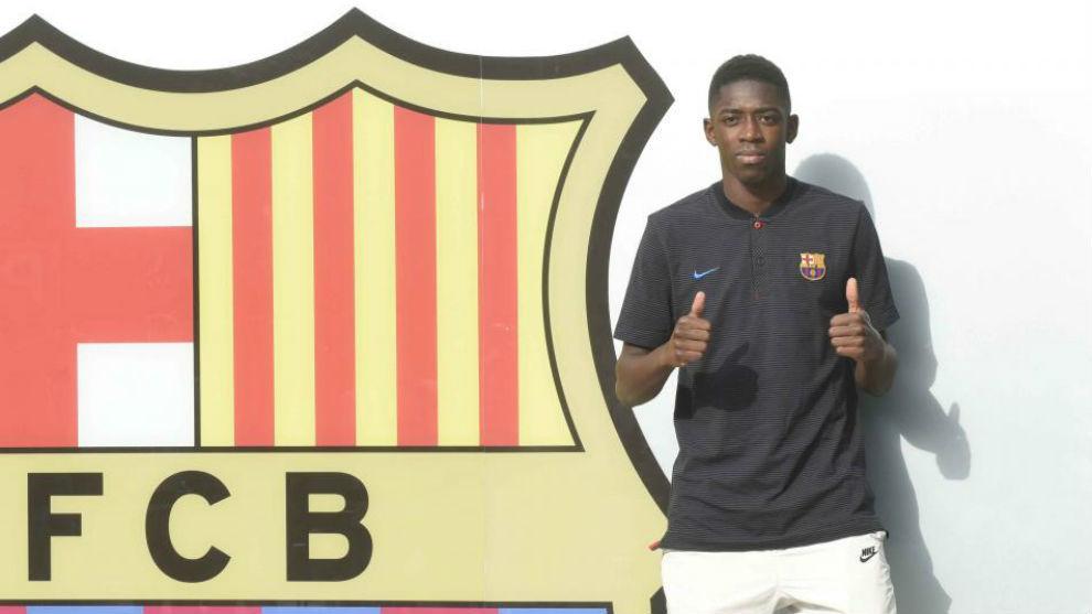 Dembélé posa en las oficinas del club.
