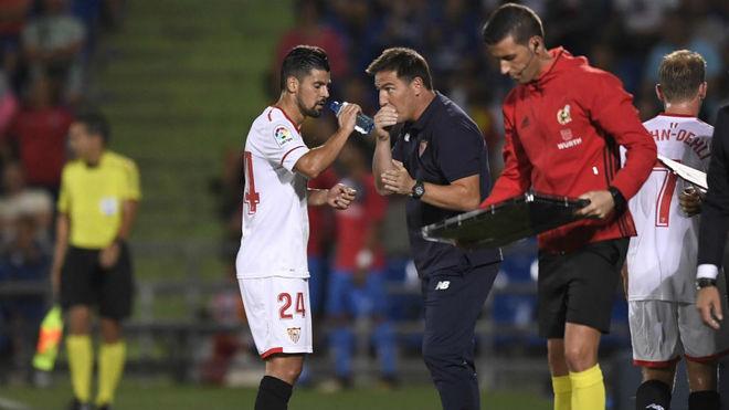 Berizzo habla con Nolito.