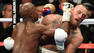 Un momento del combate entre Mayweather y McGregor.