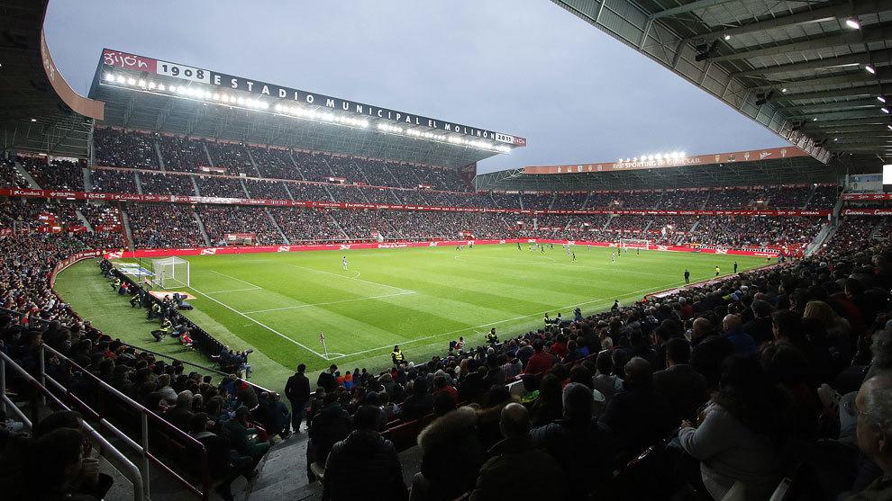 Imagen panorámica del Estadio de El Molinón en el partido ante el...