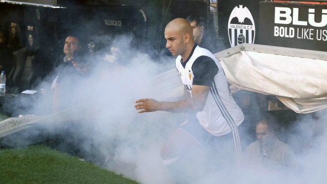Abdennour, durante la presentación oficial del Valencia este verano.