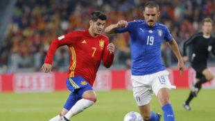 Bonucci disputa el bal�n con Morata